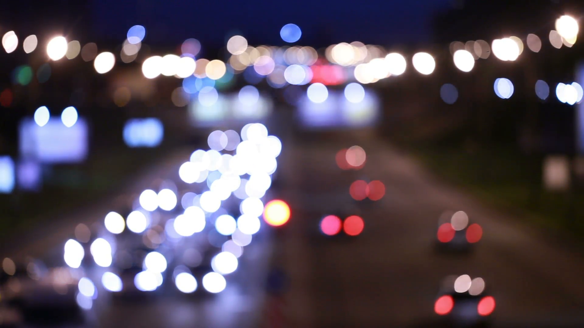 evening-traffic-the-city-lights-motion-blur-abstract-background_4jxwnkqn__F0000